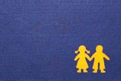 男孩和女孩现出轮廓看板卡 免版税库存图片