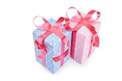 男孩和女孩的礼物 免版税库存照片