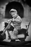 男孩和摩托车 图库摄影