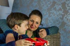 男孩和母亲 免版税库存照片