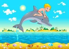 男孩和海豚在海。 免版税库存照片