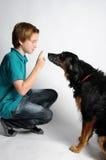 男孩和狗 库存照片