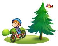 男孩和自行车 免版税库存照片