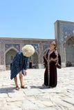 年轻男孩和gir在撒马而罕 库存图片