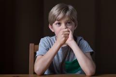 男孩哀伤的年轻人 库存图片
