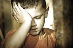 男孩哭泣 库存图片
