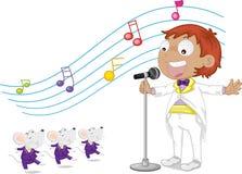 男孩唱歌 免版税图库摄影