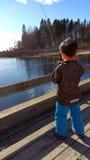 男孩喜欢钓鱼 免版税图库摄影
