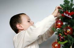 男孩圣诞树 免版税图库摄影