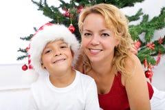 男孩圣诞节愉快的矮小的纵向妇女 库存照片