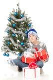 男孩圣诞节最近的坐的结构树 库存照片