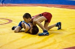 男孩在希腊罗马搏斗,奥伦堡,俄罗斯竞争 图库摄影