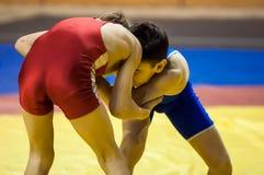 男孩在希腊罗马搏斗,奥伦堡,俄罗斯竞争 库存图片