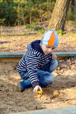 男孩在森林走 图库摄影
