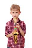 男孩在萨克斯管的作用音乐 库存照片