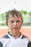 男孩在足球比赛以后是所有满身是汗的 免版税库存图片