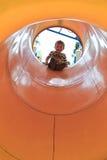 男孩在隧道顶部 图库摄影