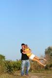 男孩夫妇逗人喜爱的女孩年轻人 库存照片