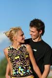 男孩夫妇逗人喜爱的女孩年轻人 免版税库存图片