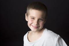 男孩子项八五发型照片纵向S系列微笑的年 免版税图库摄影