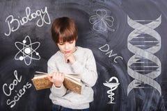 男孩学习生物 图库摄影