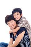 男孩富感情地拥抱妈妈 免版税库存照片