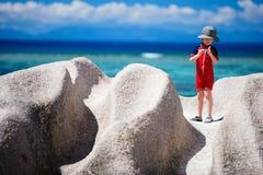 男孩小的塞舌尔群岛假期 库存照片