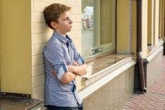 男孩少年的画象13-14岁 免版税库存照片