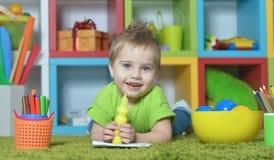 男孩少许使用的玩具 库存图片