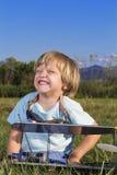 男孩少许新的平面rc微笑的恶棍 免版税库存照片