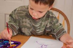 男孩少许绘画水彩 免版税库存照片