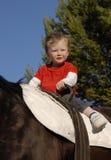 男孩少许骑马 免版税库存照片