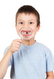 男孩展示通过放大镜失去的牙 免版税库存照片