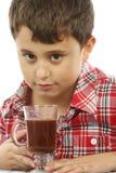 男孩巧克力喝热 免版税库存照片