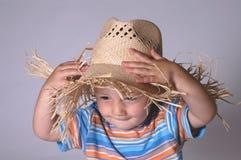 男孩帽子少许秸杆 免版税库存图片