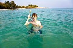 年轻男孩开始潜航 库存照片