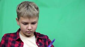 男孩录影博客作者为剧情写一个剧本 股票视频
