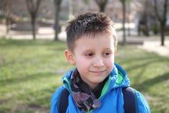年轻男孩微笑着 免版税库存图片