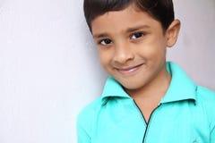 男孩快乐印第安语一点 免版税库存照片