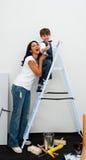 男孩快乐的上升的梯子少许 库存图片