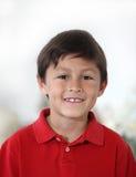 男孩快乐的愉快的西班牙拉丁美洲人 免版税库存照片