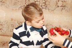 男孩惊奇的面孔 免版税图库摄影