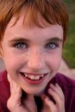 男孩愉快微笑 免版税图库摄影