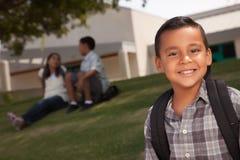 男孩愉快的西班牙准备好的学校年轻&# 库存图片