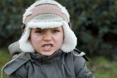 男孩愤怒的冬天 免版税库存照片