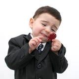 男孩打扑克的儿童筹码 免版税库存图片