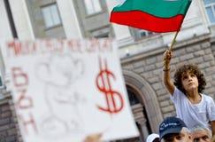 男孩抗议保加利亚旗子 库存图片