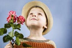 男孩拿着一朵玫瑰花 库存照片