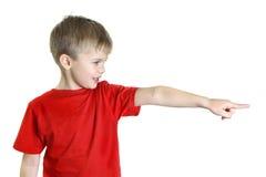 男孩指向他的手指边 免版税库存图片