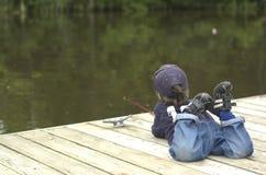 男孩捕鱼一点 免版税库存图片